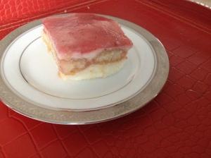Semolina-Porridge-Strawberry-Sauce-Ladyfingers-Cilek-Soslu-Kedi-Dilli-Irmik-Tatlisi-1